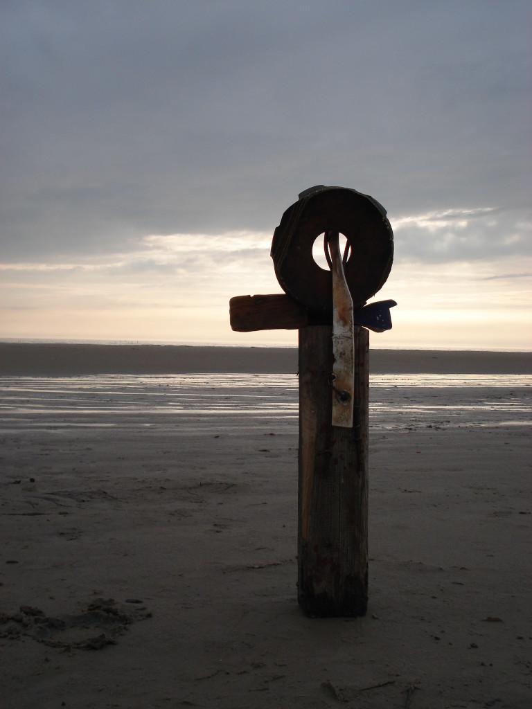 Figur 2, 2006, Holz, Stahl und Rubber, Höhe 1,2m